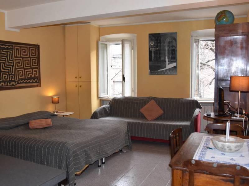 appartamentootello-bebalducale-parma-lettodivanotavolino800x600