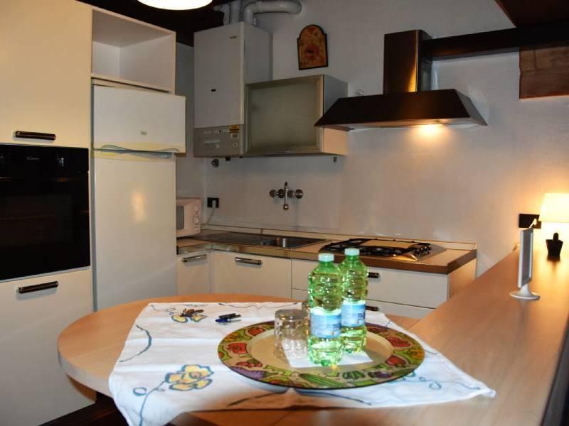appartamentoernani-bebalducale-parma-cucina1800x600