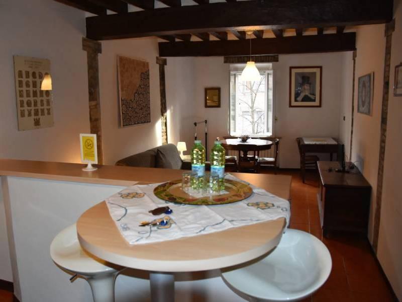 appartamentoernani-bebalducale-parma-tavolinocucina 800x600